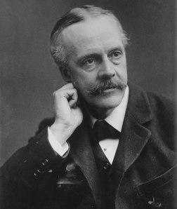Arthur_Balfour,_photo_portrait_facing_left